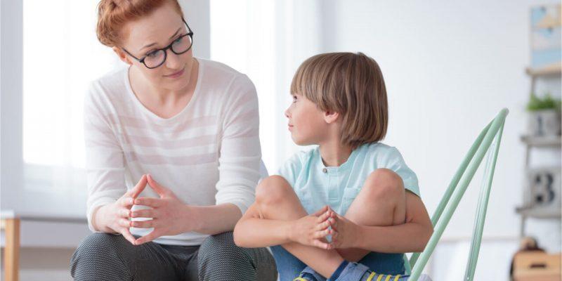 psychiatrist and child patient